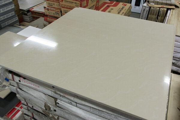 Restpartij 31,68m² gepolijste vloertegels 60x60 cm beige