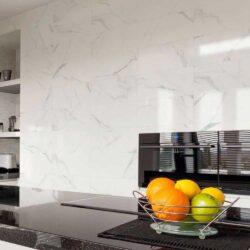 Wit marmer carrara look keramische wandtegels 30x60 cm