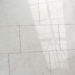 Keramische wandtegels 25 x 40 marmer look licht grijs