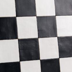 Handvorm tegels 13x13 Mat wit en Mat zwart geblokt dambord